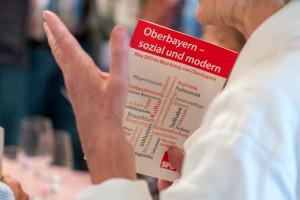 Broschüre der SPD mit ihrer Bilanz im Bezirkstag
